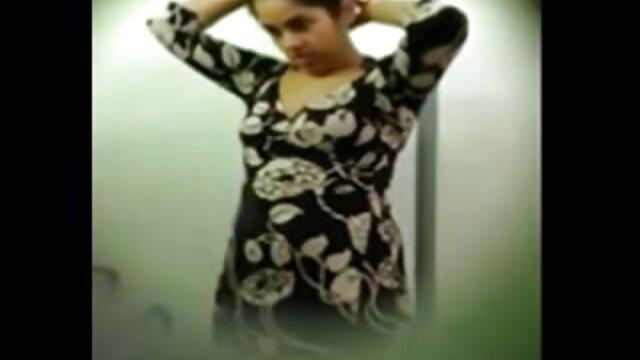 મિત્રો ગોઠવાયેલા એક વ્યક્તિ આશ્ચર્ય પહેરવા જુના સેકસી વીડિયો શૃંગારિક લૅંઝરી