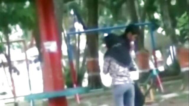 હું નહીં આ ગર્દભ એક માણસ અને સનીલીયોન ના સેકસી વીડિયો તેના ઘર ના ટોચ