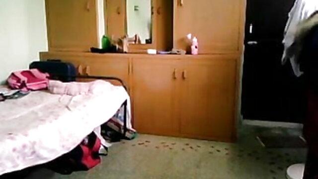 જ્યારે બ્રાઉન વાળ ખેંચવામાં એક ખૂબ ઉત્સાહિત માણસ જીભ મોં માં, અને હું તેના એચ ડી સેકસી વીડિયો લીધો