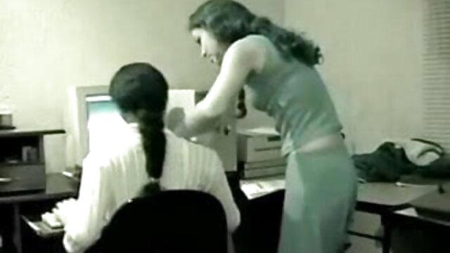 મૂકી ફુલ એચ ડી સેકસી વીડિયો છોકરી પેટ પર નરમાશથી fucked મોટો લોડો