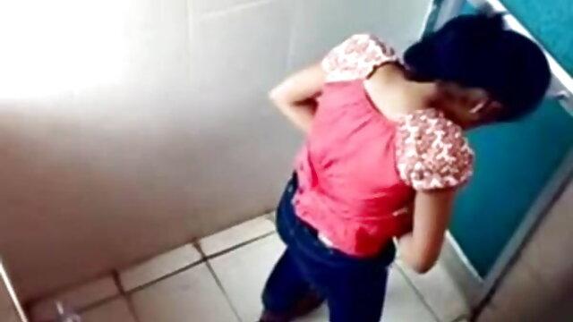 તીવ્ર સેક્સ ડી સેકસી વીડિયો સાથે મોટા બોબલા વાળી મહિલા થાઈ stripper
